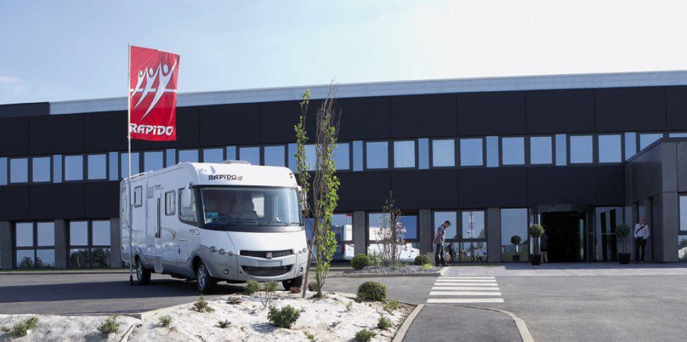 Le club Rapido à Mayenne pour visiter l'usine .